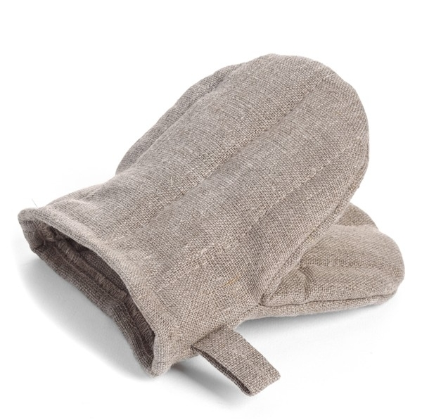 A small-scale quilted oven mitt with a handy hanging loop is woven from pure linen with a technique that beautifully displays the natural fibers.   FOG LINEN WORK $18