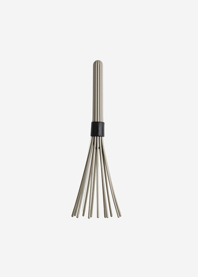 NORMANN COPENHAGEN Beater Whisk  Beater is a whisk that is sculptural, space-saving and functional all at the same time. Beater can be folded together using the ring in the middle for saving space in the kitchen drawer. The ring also serves as a hanging fixture for easily accessible storage on the wall.