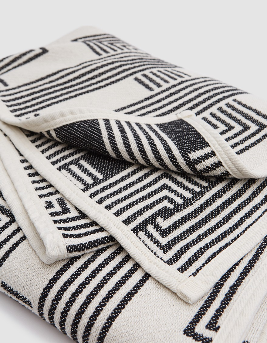 DUSEN DUSEN Lock Throw  Throw blanket from Dusen Dusen in Black. Lock print. Double stitched edge.