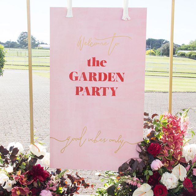 WELCOME // custom signage for the #MelbourneCup Garden Party // design and flora by @redcreative_insta // #eventsignage #eventdesign #melbournecupday #eventstyling #redattheraces #paintthetownred #reimaginingevents #ellerslieraces #melbournecupstyle #luxuryevents #aucklandevents #eventflorist #nzevents