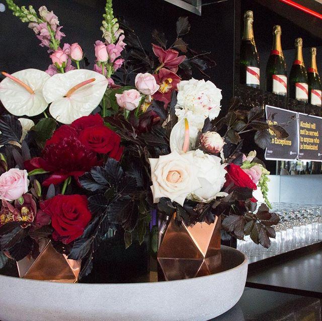 🌹🌹🌹// all of the berry tones // florals for OMF #melbournecupday // barytones #floralarrangement #featureflorals #redattheraces #reimaginingevents #eventflorist #floralstylist #paintthetownred #redroses #nzevents #aucklandracingclub #ghmumm #cuvée