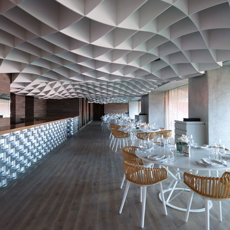 dezeen_Vammos-Restaurant-by-LM-Architects_sq_1.jpg