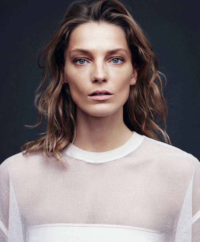Daria-Werbowy-by-Daniel-Jackson-for-Harpers-Bazaar-2.jpg