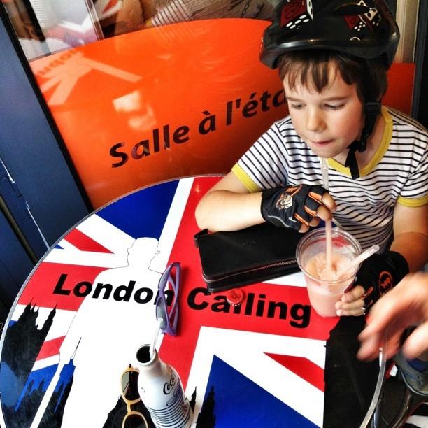 L'appel de Londres. Cap au #nord #north @accrochecœurs #heureangevine #angers  (Pris avec  Instagram  à Coffee's Cup)