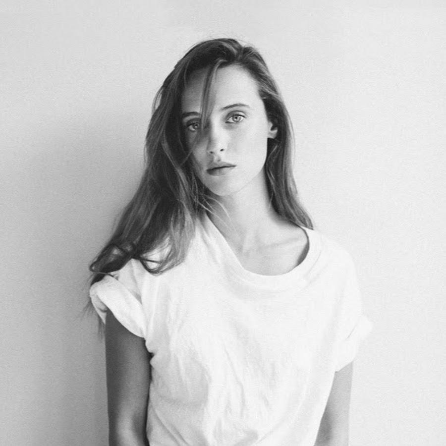 Quand elle chante, Alexia Gredy est plus t-shirt froissé que tenues sophistiquées et rouge à lèvres.