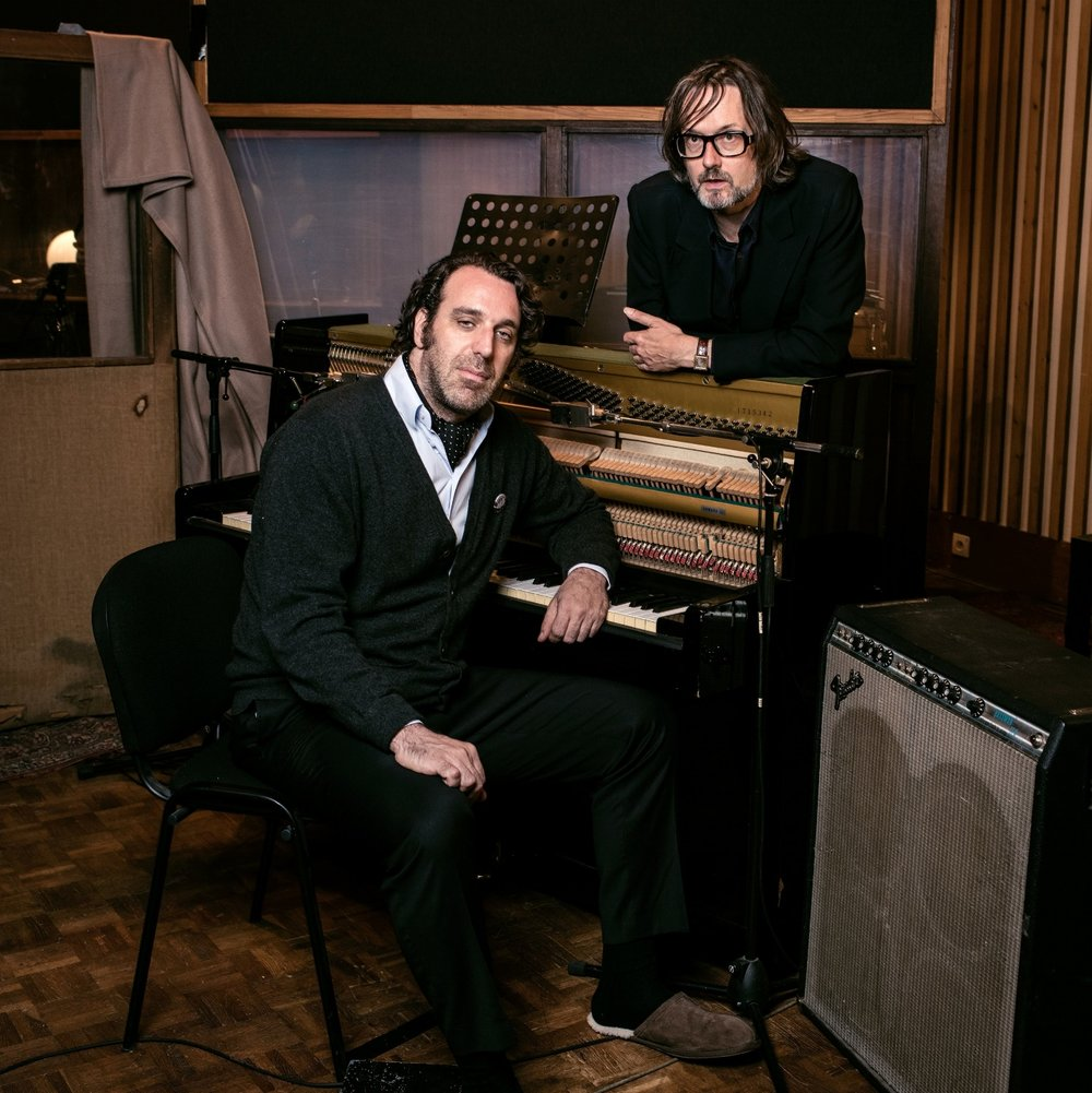 Chilly Gonzales au piano et Jarvis Cocker au chant pour un disque très classieux. Photo Deutsche Grammophon - Alexandre ISARD