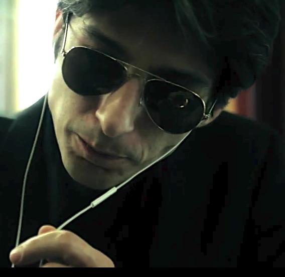 Fausto Paravidino, attore e autore cinematografico e teatrale. Suo il filmTexas(2005); ha interpretato numerosi ruoli sia al cinema che in televisione ( Romanzo Criminale - La serie ; Lavorare con lentezza )