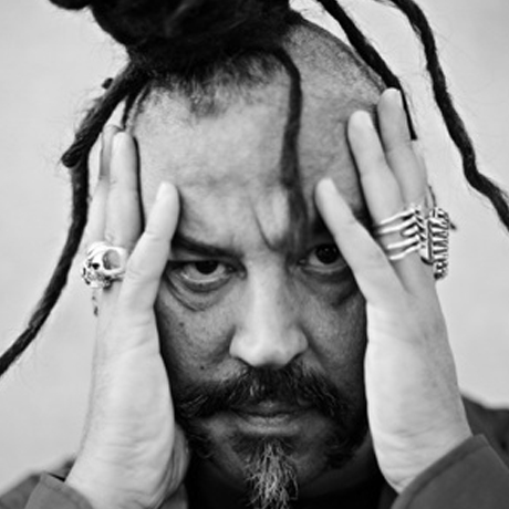 Francesco Caudullo, in arte  Madaski , è compositore, autore e tastierista degli Africa Unite, di cui è fondatore insieme a Bunna.