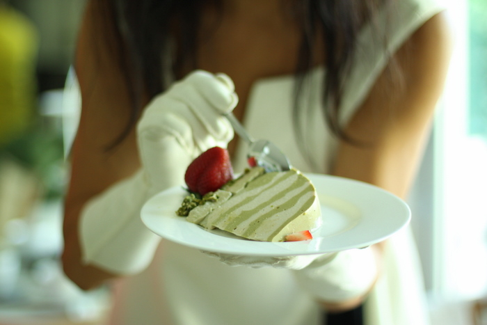 - Exquisite presentation of raw foods