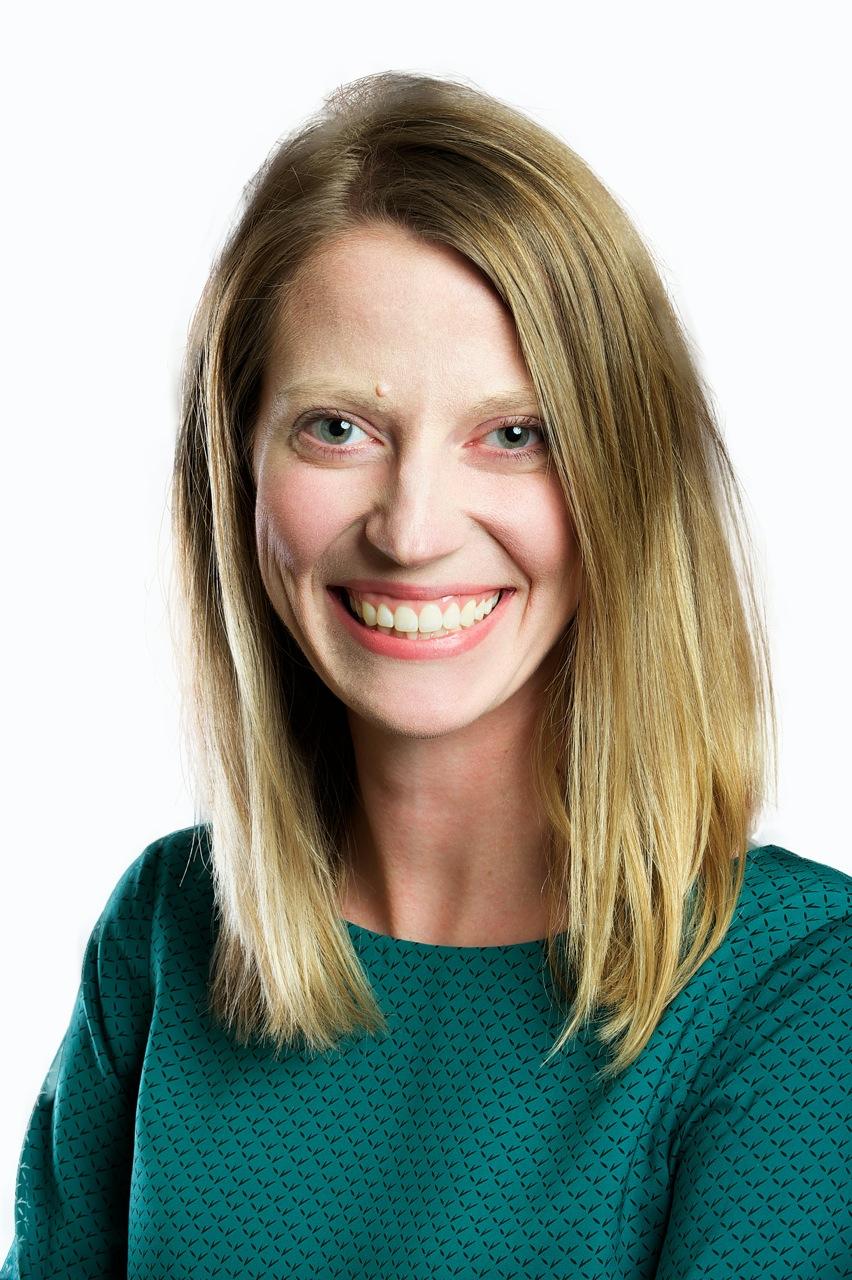 Amanda King headshot 2.jpg
