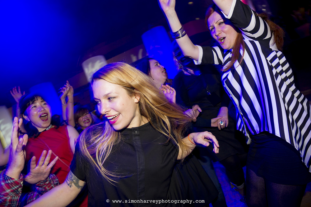 blonde_girl_partying.jpg
