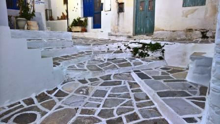 Γειτονιά με σκαλοπάτια που δεν καταστράφηκε ακόμη