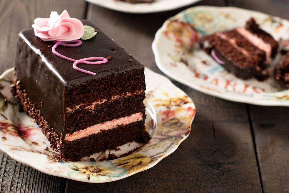 chocolate-cake-on-wood-backround.jpg