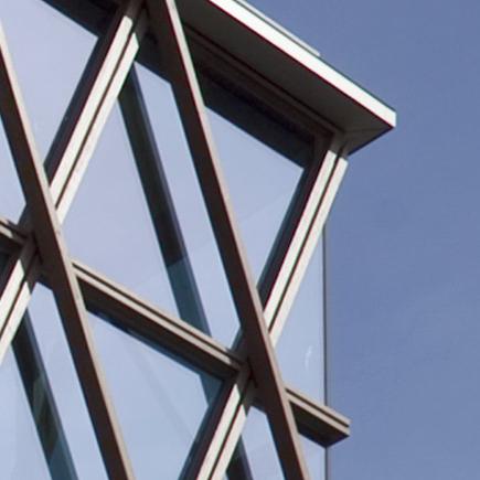 Bijzondere houten gevel geeft binnen en buiten een bijzondere beleving.