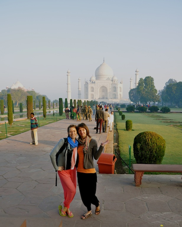 Angelique and Maite wandering through India