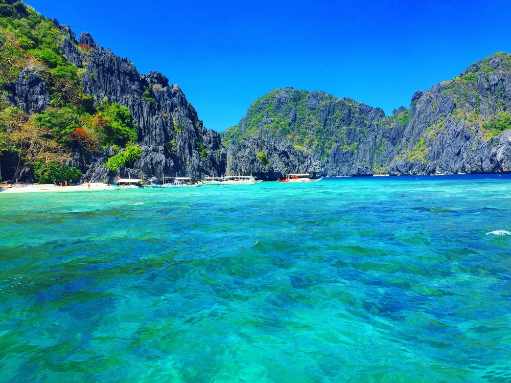 The beautiful waters of El Nido