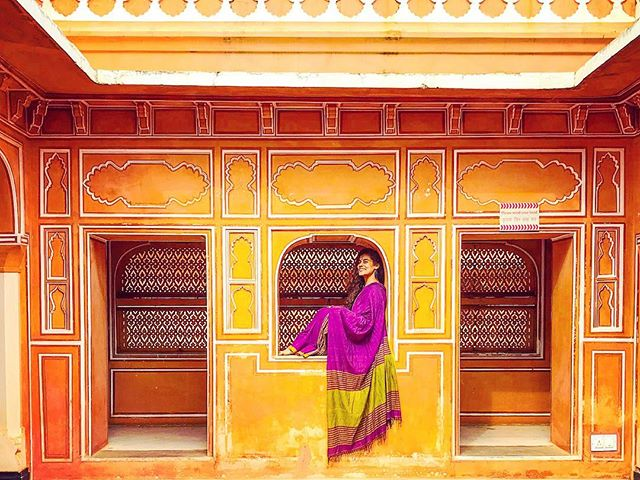 I've spent my day exploring ceramics exhibitions, learning about textiles and block printing and visiting some stunning ancient Havelis! Jaipur is full of beautiful secrets, and apart from the maddening traffic and terrible driving, I'm loving it here 😊 . . . #travel #instatravel #travelgram #india #indiatravel #indiatravelgram #jaipur #rajasthan #momentsofmine #picoftheday #photooftheday #wanderbug #wanderlust #neverstopexploring #lifeofadventure #liveauthentic #traveldeeper #travelstoke #traveler #traveling #loveindia #lovetheworld #naturelovers #darlingescapes #dametraveler #beautifuldestinations #sheisnotlost #roamtheplanet #rajasthantourism