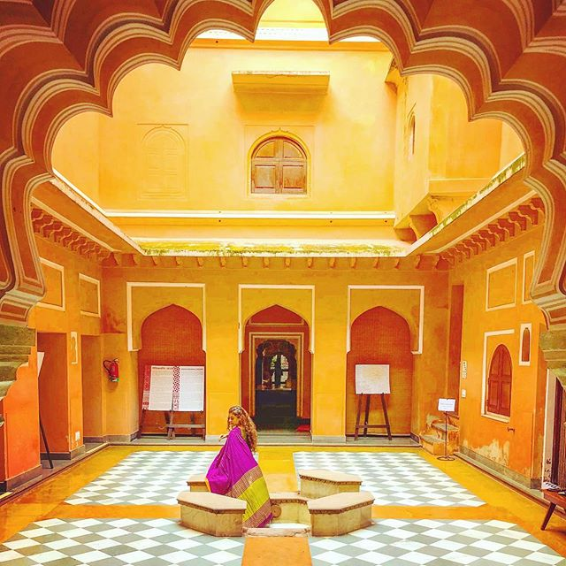 I've explored some amazing properties and experiences in Jaipur and I'm super exited to share these secrets with you as you travel with me through Rajasthan! . . Pictured here is the Anokhi Museum, a space dedicated to the rich textile history of Rajasthan. Definitely consider visiting this place if you're in Jaipur and if you need any guidance in planning your trip, I'm just an email away 😊 . . #travel #instatravel #travelgram #indiatravel #indiatravelgram #india #incredibleindia #exploreindia #visitindia #loveindia #photooftheday #picoftheday #wanderlust #wanderbug #liveauthentic #lifeofadventures #neverstopexploring #traveller #travelplanner #dametraveler #sheisnotlost #wearetravelgirls #rajasthan #rajasthantourism #roamtheplanet #jaipur #explore