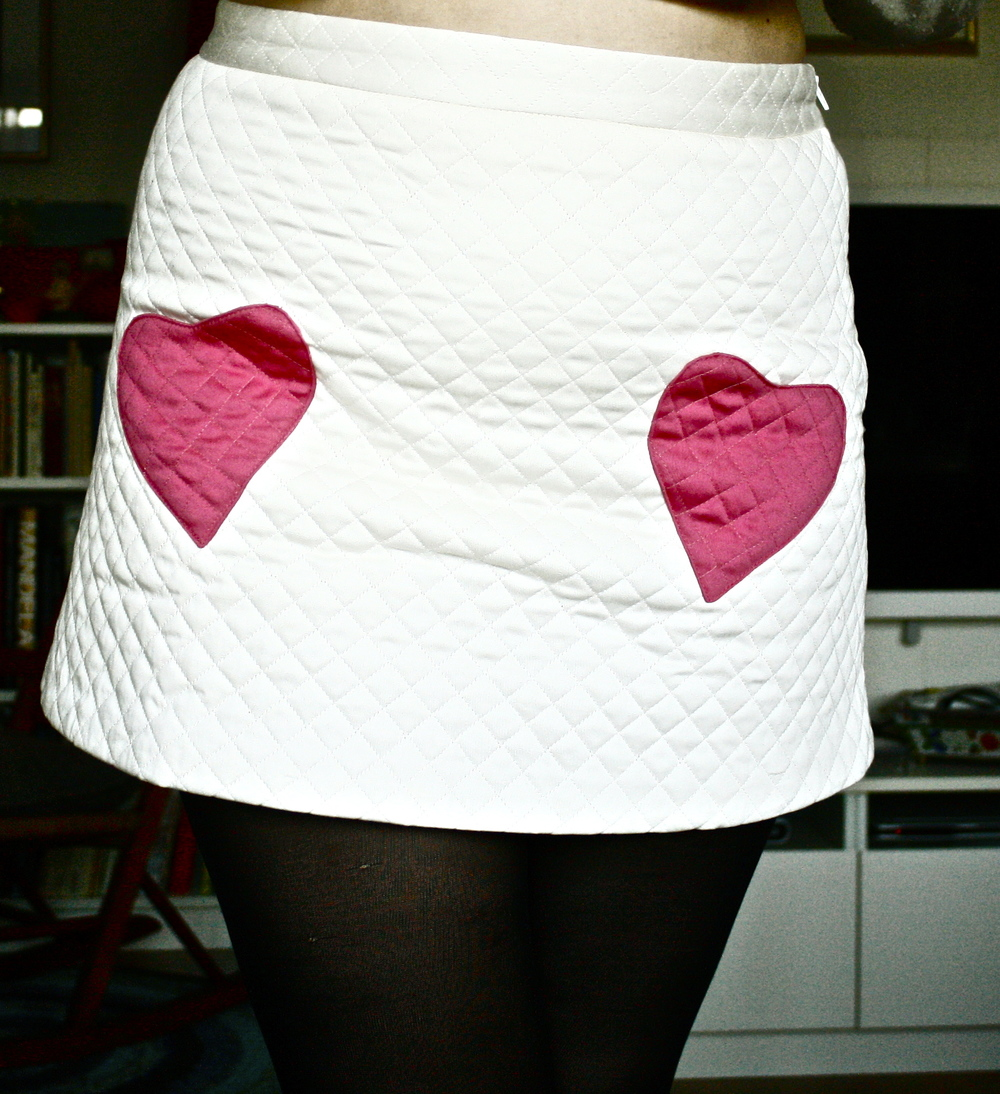 I wore my new skirt, isn't it cute?:) The hearts are pockets.