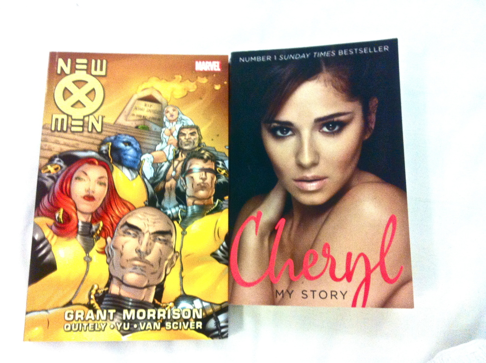 New reading material. Ken surprised me with the Cheryl Cole book, how nice:)