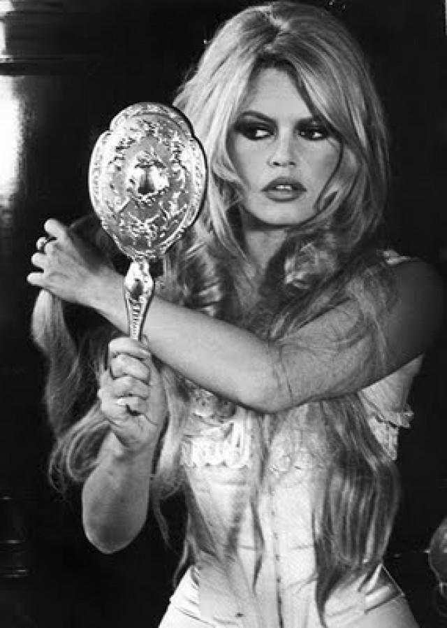 brigitte-bardot-in-viva-maria-1965-e1341779095234.jpg