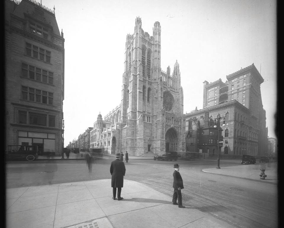 5th Avenue and 53rd Street -With A View Of Saint Thomas' Church( 1915)