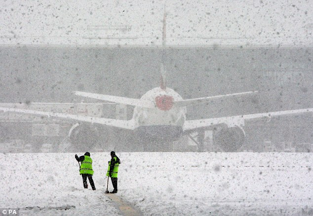 Snow storm at Heathrow airport (Source: Daily mail) URL Source: http://i.dailymail.co.uk/i/pix/2010/12/19/article-1339937-0C86FCCE000005DC-716_634x438.jpg