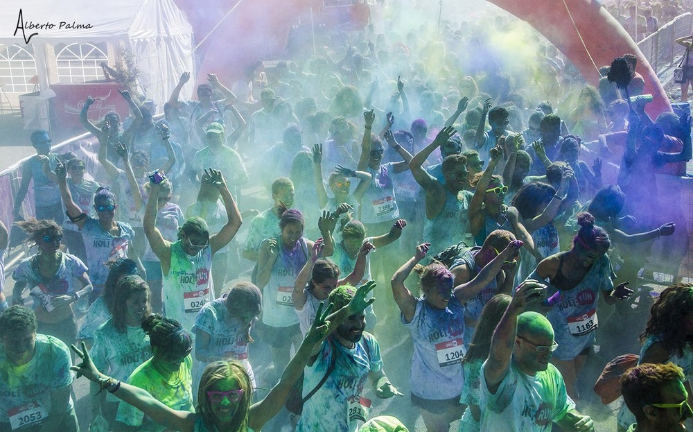Photo 1: Holi Run as a Game-Like Experience (Start by Al Valen/ flickr.com  ( CC BY-NC-ND 2.0