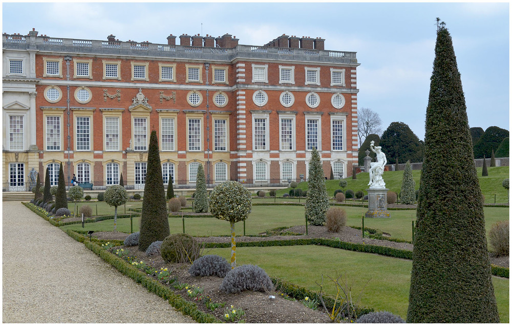 Hampton Court Palace Gardens.jpg