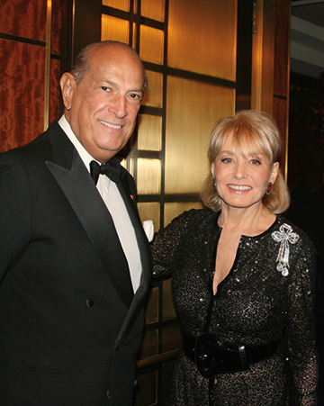 Barbara-Walters-and-Oscar-de-la-Rent.jpg