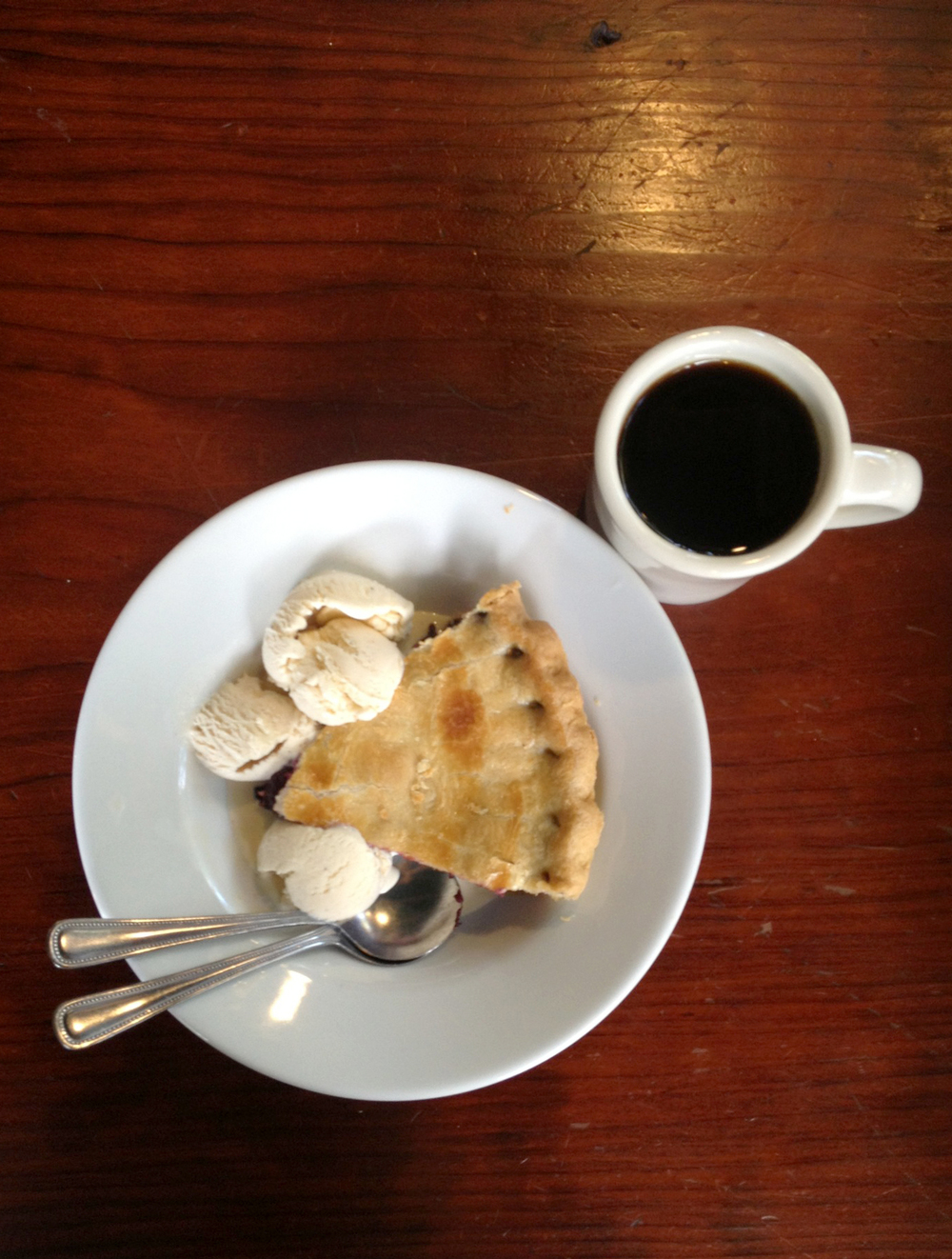 Blackberry pie and black coffee.  Agent Dale Cooper  would be so proud.  Thank you  Alice's  for satisfying my appetite.