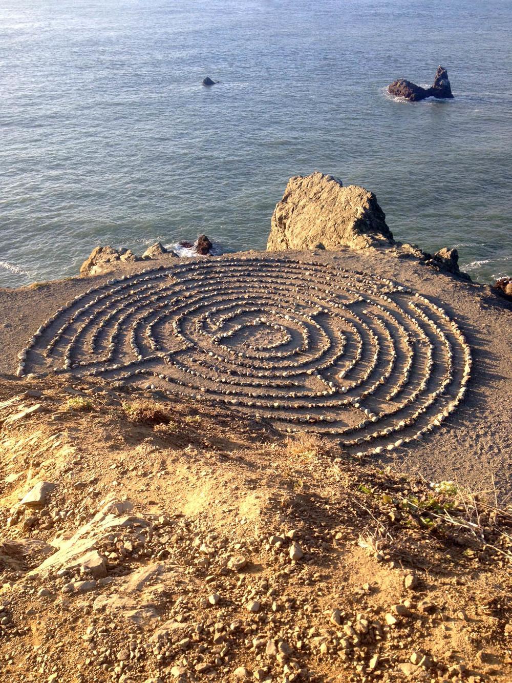 A-maze-ing rock pattern