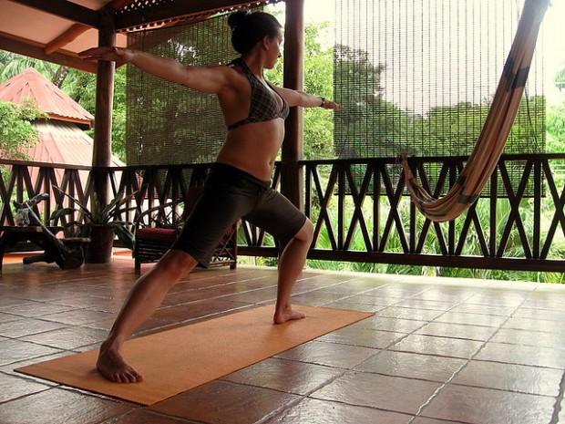 cost-rica-yoga-lululemon-athletica-620x465.jpg