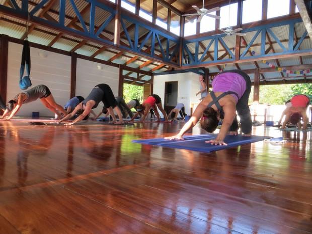costa-rica-yoga-Mihaela-Vorvoreanu-620x465.jpg