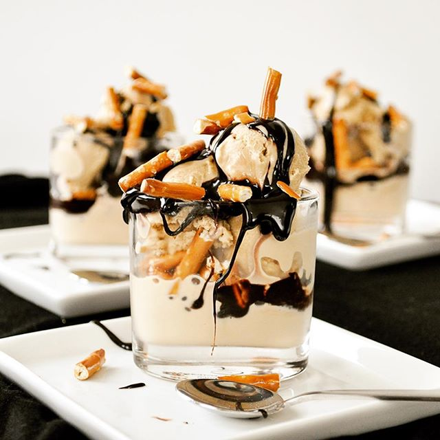 🥨🍨🍫🍺☕️ These Stir Stick Stout pretzel parfaits are a little too good!! _________________________________ Made with: Cornell Creme & @halfpintsbrewing Stir Stick Stout ice cream 🍺☕️🍨 Chocolate fudge sauce 🍫  Pretzels 🥨