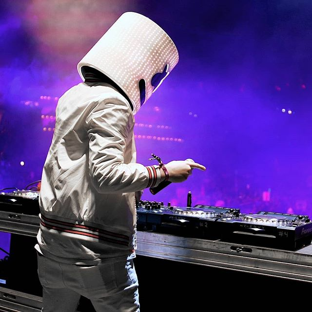 // Marshmello @tibrady ▪ @marshmellomusic threw out a diverse set at Paradiso 2017, looking forward to what he has in store for the #sinistercircus this week! . . . . . #marshmellowmusic #marshmellofans #festivalphotography #marshmello #raver #videography #edmfamily #ravenation #marshmelloforever #ravelife #edm #raveculture #festivaltime #ravemusic #festivaloutfit #festival #edm #videographylife #edmlife #edmlifestyle #edmstyle #edmfestival #seattle #freaknight2018 #liveset #paradiso #freaknightfestival #justinbieber #monday