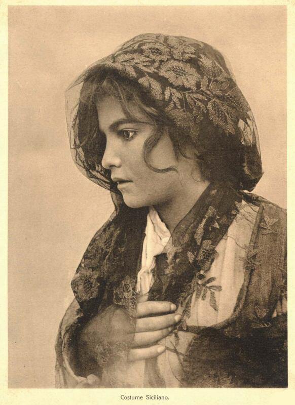 Gloeden,_Wilhelm_von_(1856-1931)_-_Costume_siciliano.jpg
