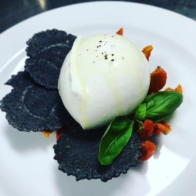 Summer is here!!! 🌞buffalo mozzarella, charcoal crostini, semi dried tomatoes and EVOO #fresh #summer #ombretta #sydney #restaurant #chef #organic #yummy #noir