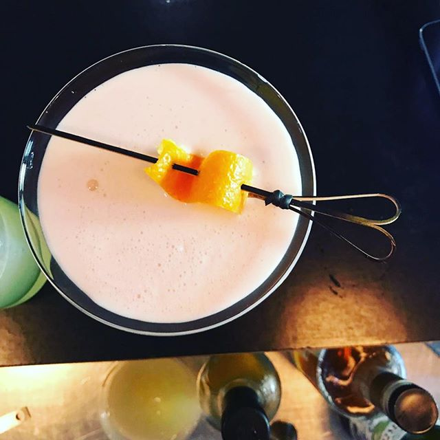 Negroni sour anyone??? #cocktail #signaturedrinks #negroni #sour #bar #aperitivo #ombrettasydney #restaurant #friday