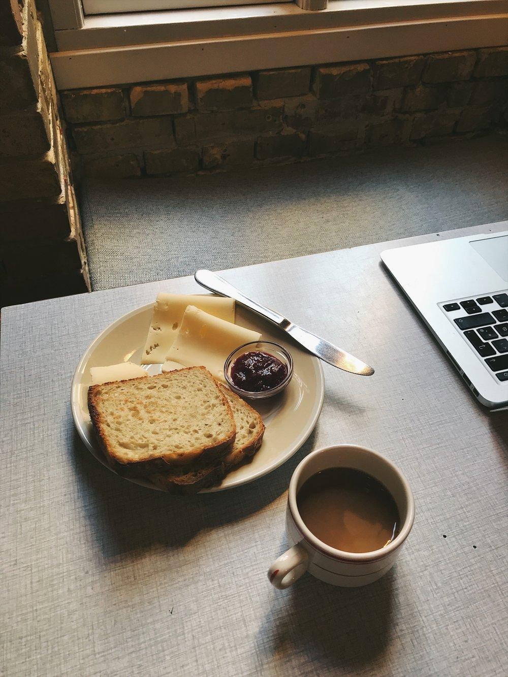 1. EAT | DIN NYE VEN