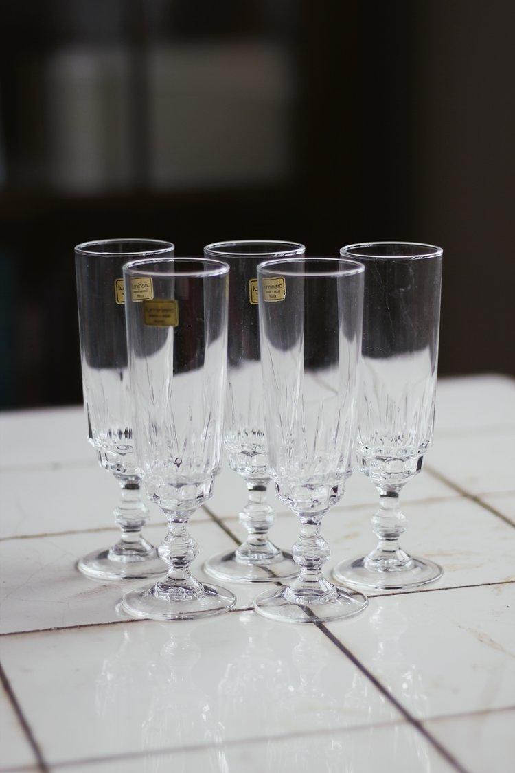 champagneflutes.jpeg