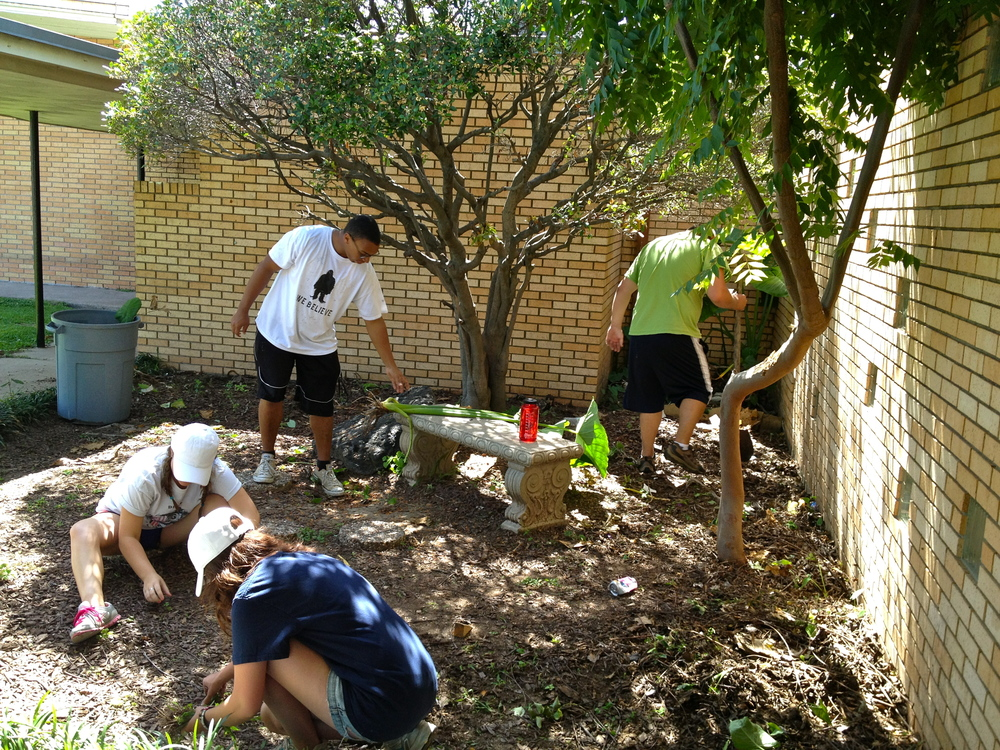 Students from Concordia University in Austin helping with landscaping around the church of Centro de Fe y Esperanza.