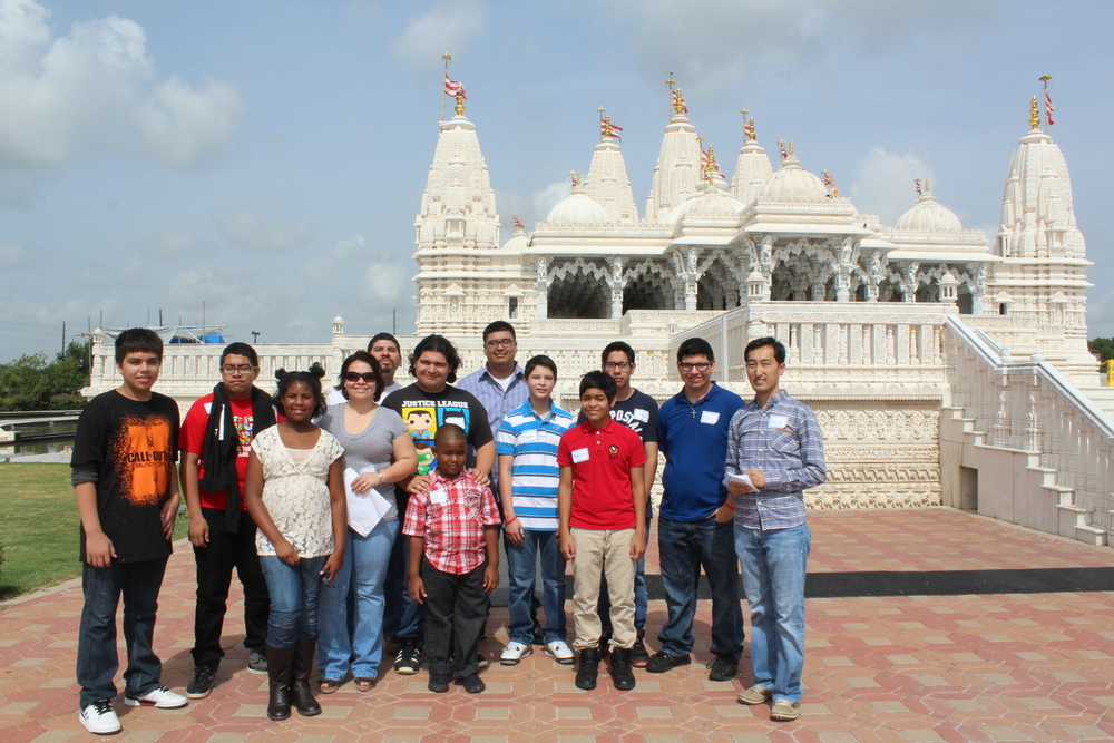The group outside the Hindu Temple.
