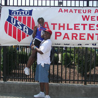 2010 aau nationals bond hill flyers track tai and coach houser.jpg