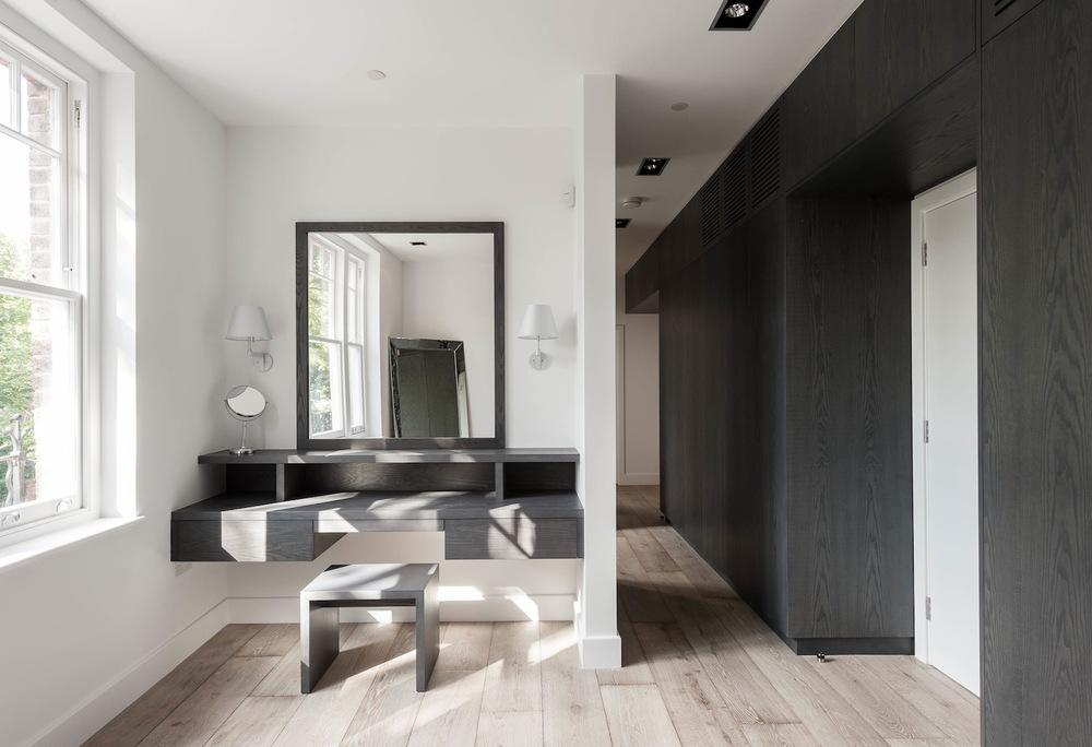 8-dressing-room.jpg