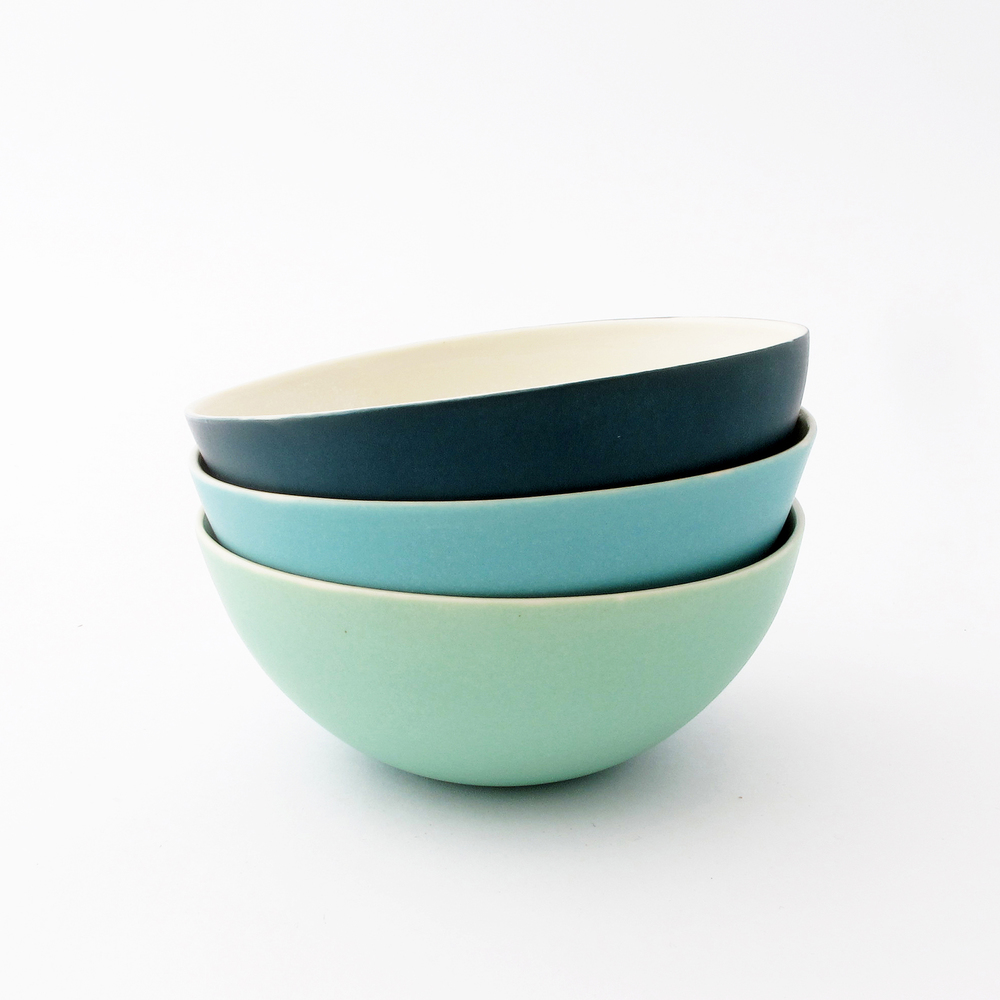 3 coloured bowls.jpg