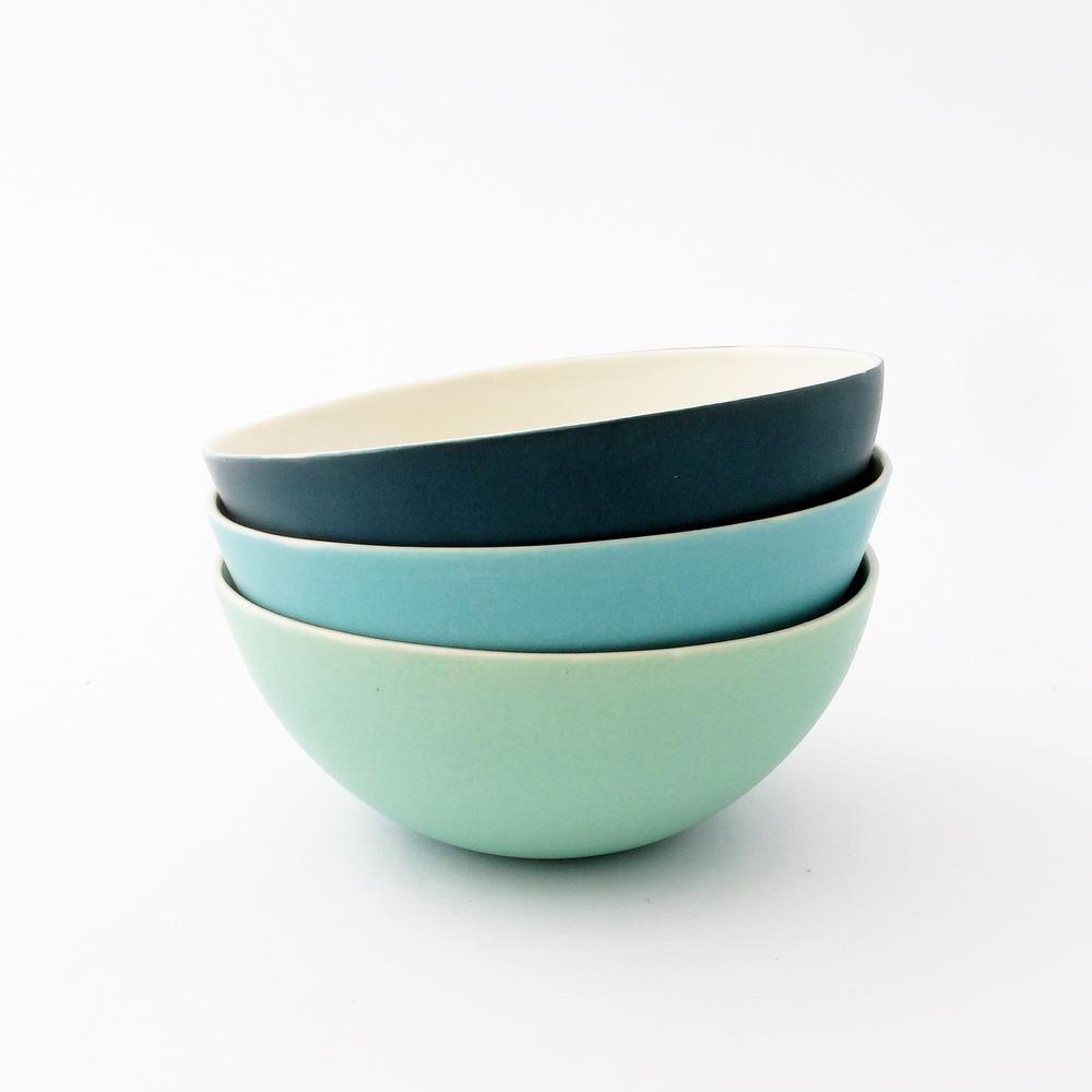 3 coloured bowls.jpg