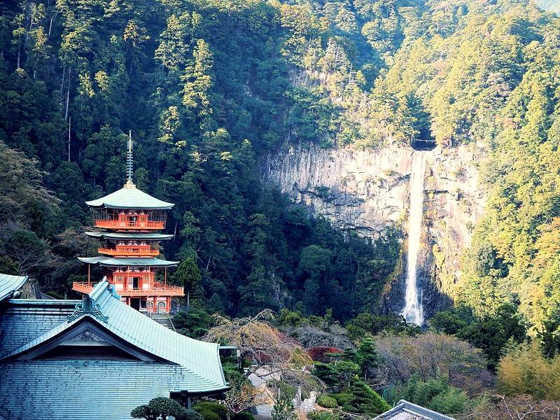 Kumano_Kodo_pilgrimage_route_Seiganto-ji_World_heritage_熊野古道_青岸渡寺04.jpg