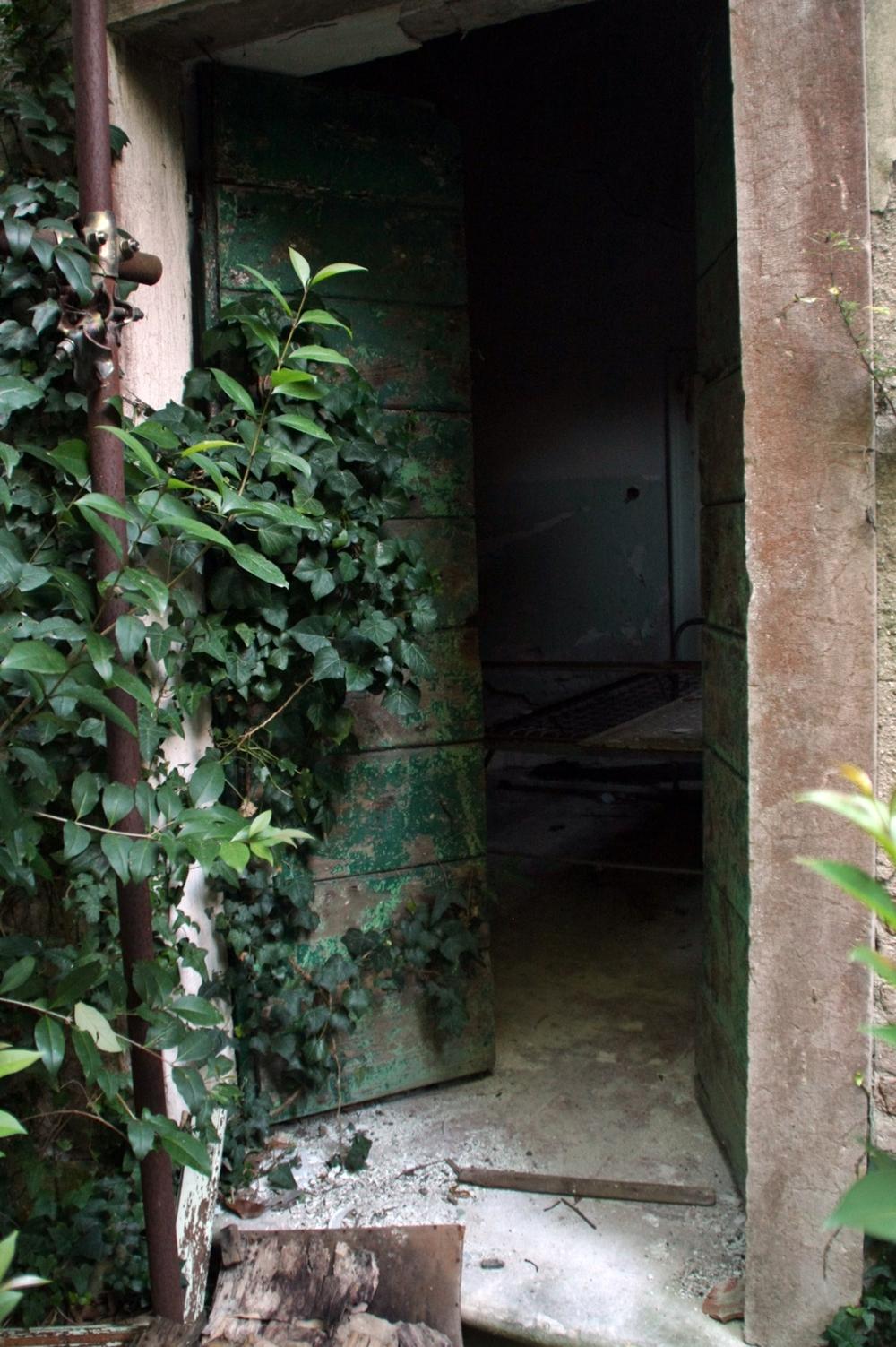 a doorway2.JPG