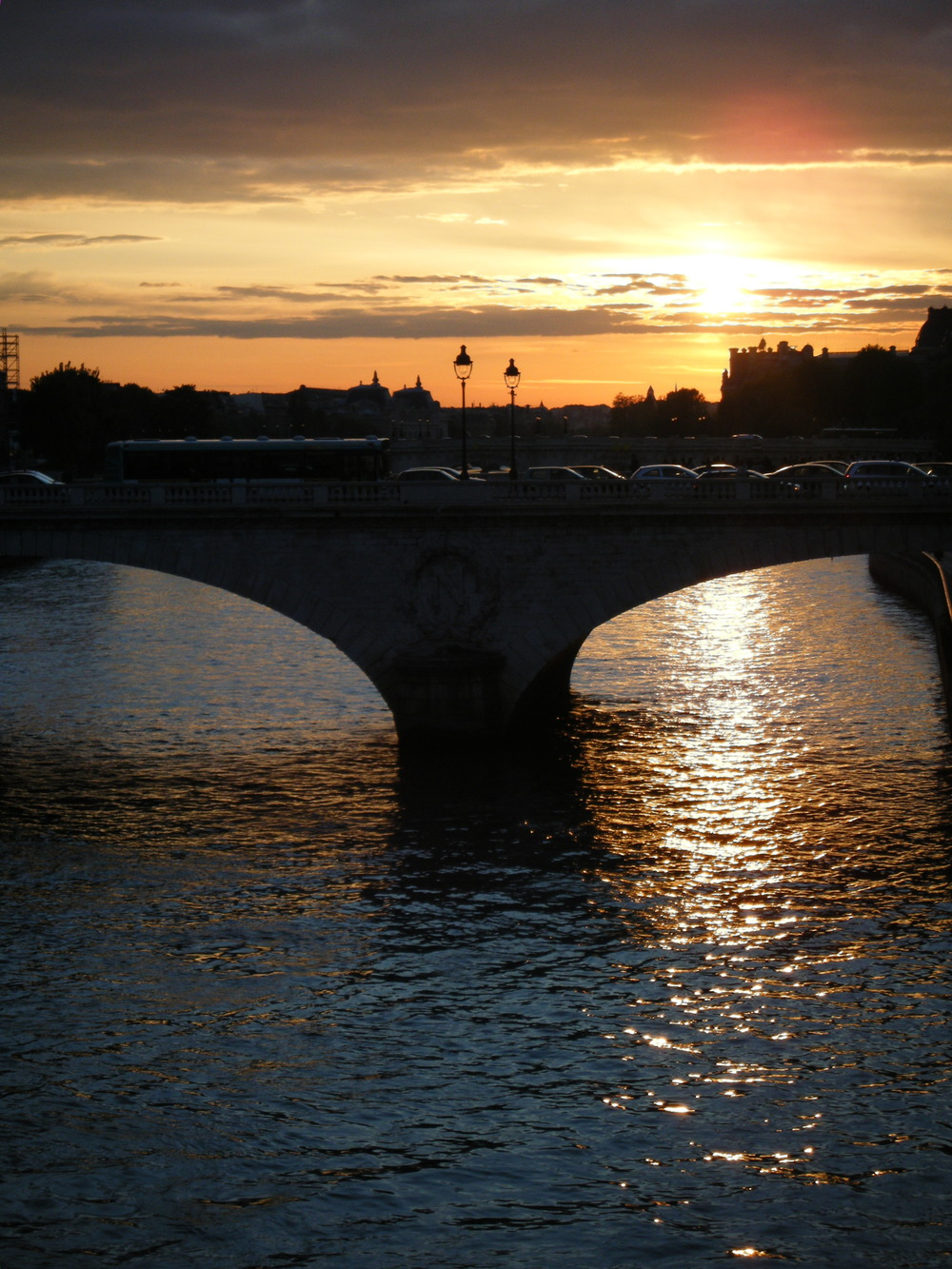 Sunset over the Seine in Paris | Lovey Dovey Darling